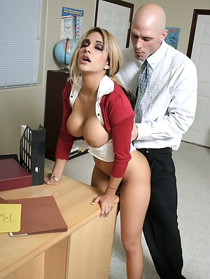 College Big Boobs Porn Pictures