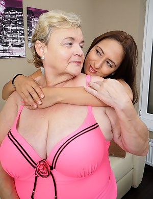 Big Boob Mom and Girl Porn Pictures